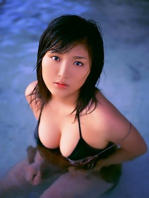 Short haired gravure idol with big boobs wearing a bikini