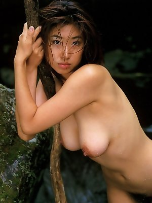 Naoko Inoue Asian exposes nude curves on rocks and in the river