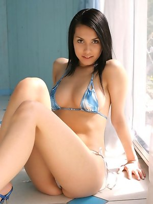 Captivating gravure idol chick allures in her little blue bikini