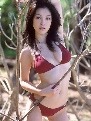 Drop dead gorgeous asian babe with big plump boobs in a bikini